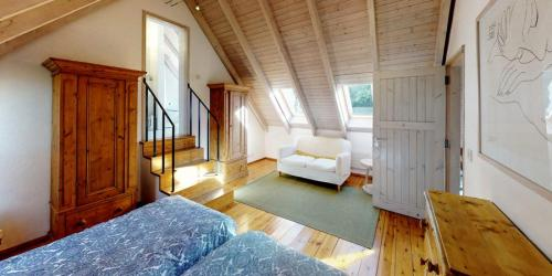 silver-birch-house-bedroom-en-suite-900x450