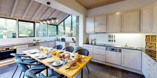 silver-birch-house-main-kitchen-900x450